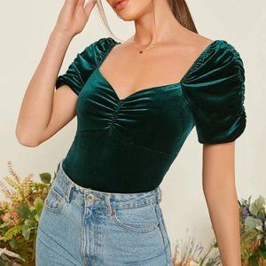 ✨Host Pick✨Green Velvet Sweetheart Top in L and XL